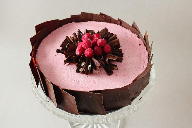 Tort czekoladowo malinowy.