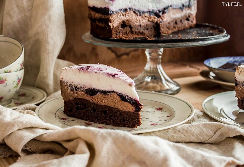 Tort czekoladowo jagodowy.