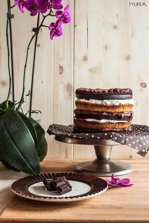 Tort czekoladowo śmietankowy.