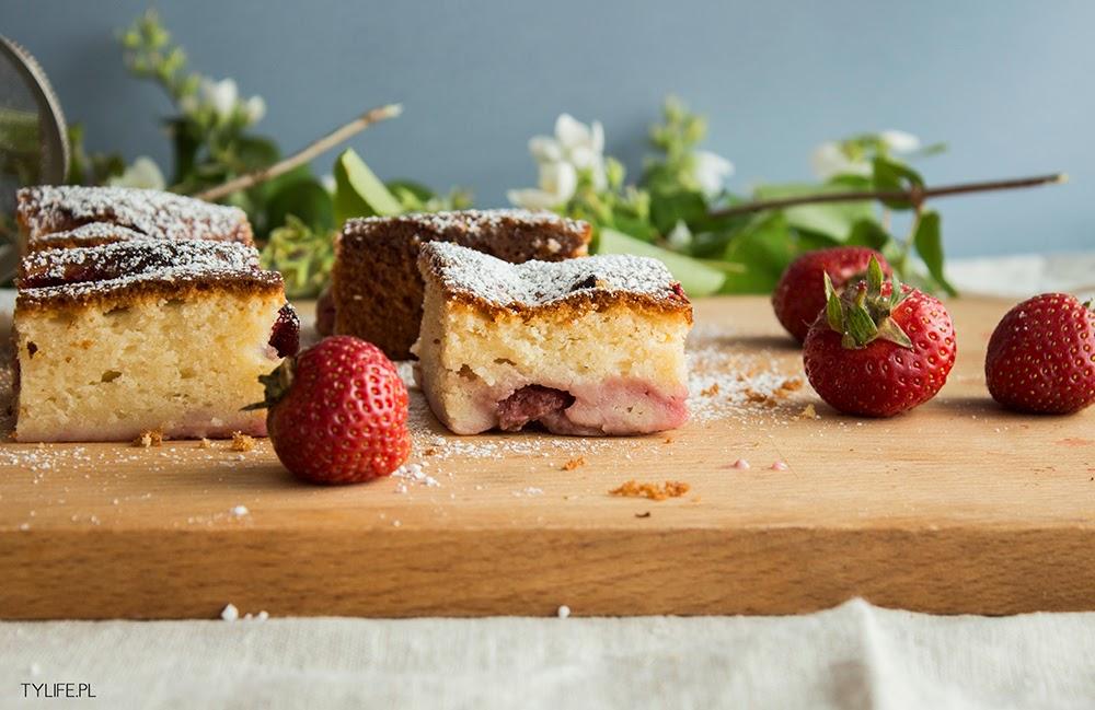 Ciasto jogurtowe z truskawkami.