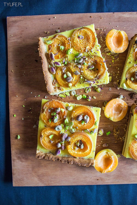 Tarta pistacjowa z morelami.