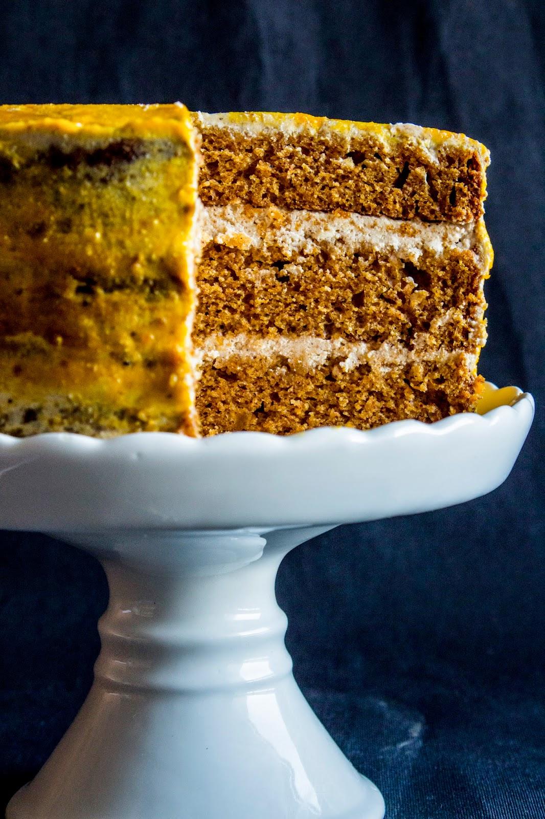 Korzenny tort dyniowy