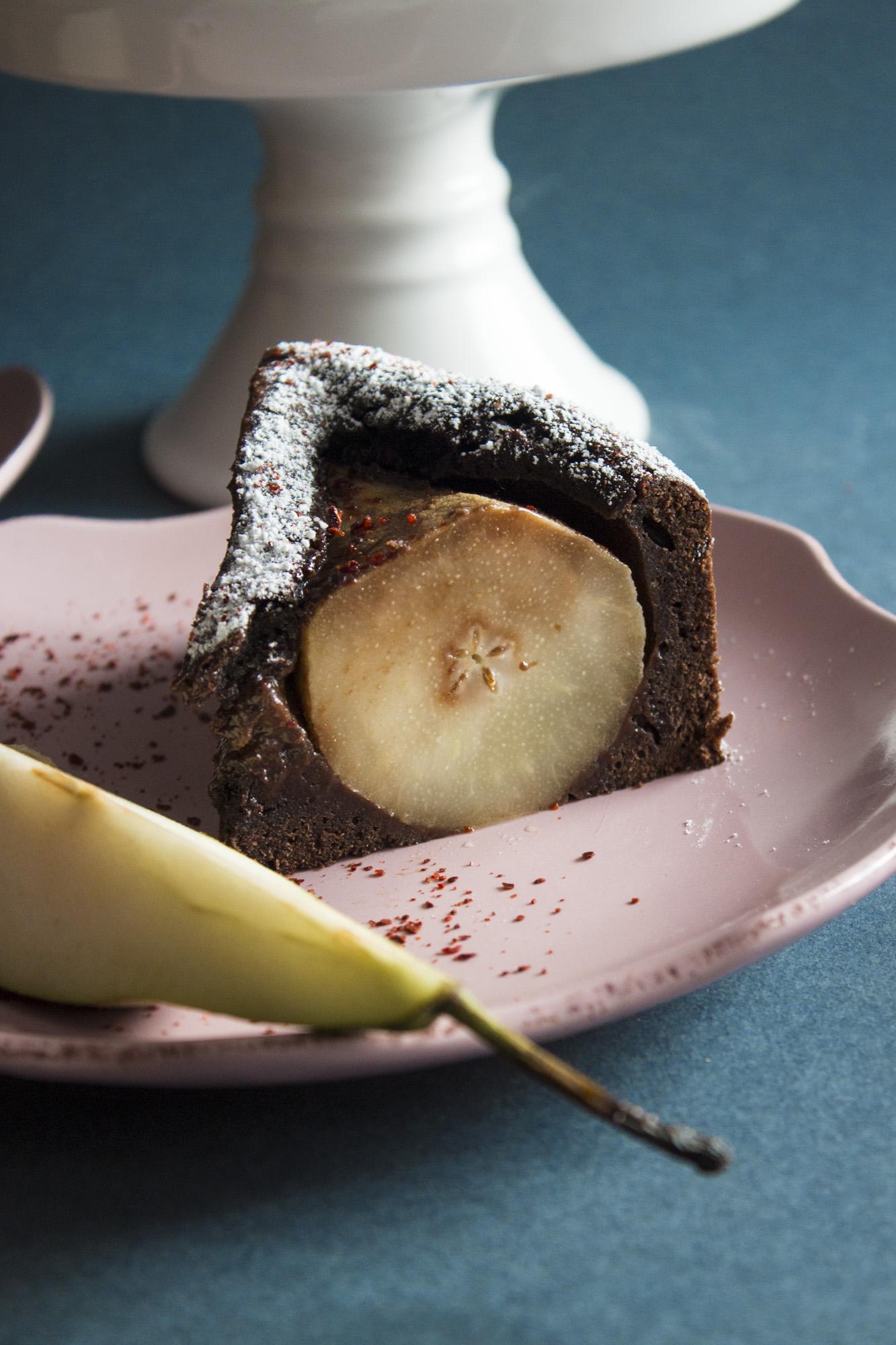 Pikantne ciasto z gruszkami i czekoladą
