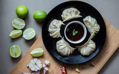 Chińskie pierożki Jiaozi z mięsem i szpinakiem